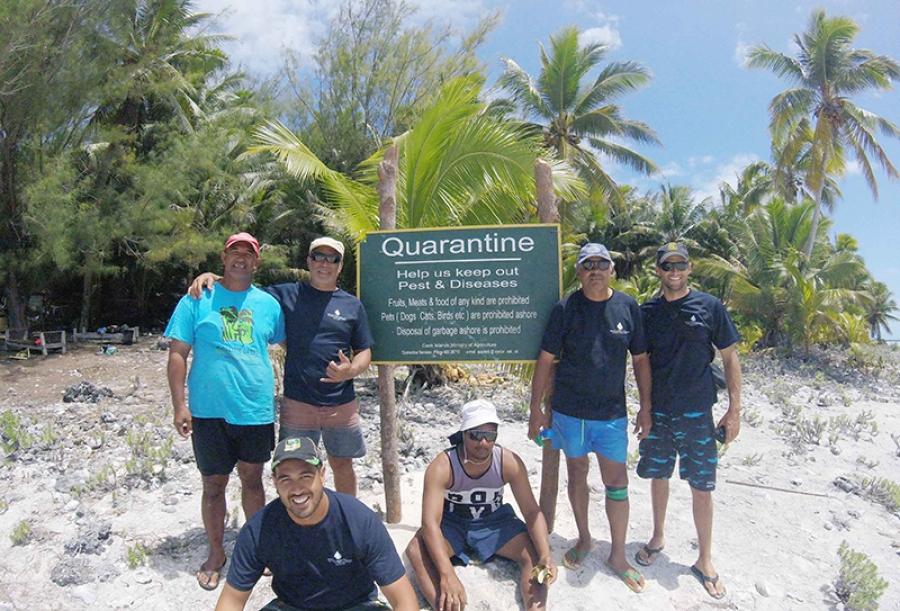 Marine scientists survey Manuae
