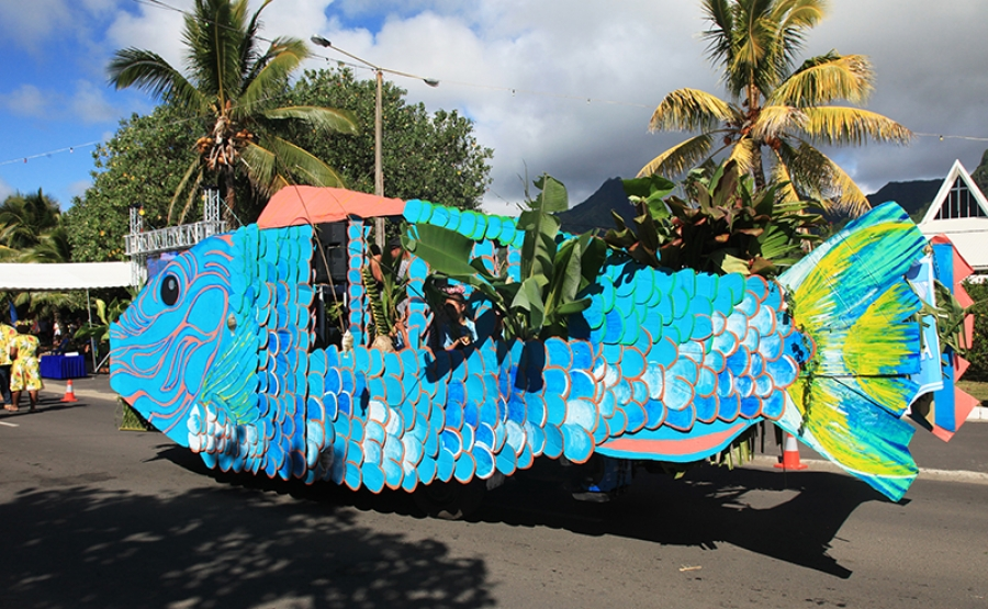 Float parade starts festival in style