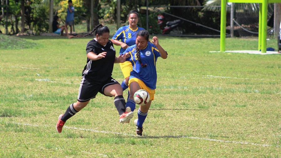Avatiu tackles Titikaveka in crunch football match