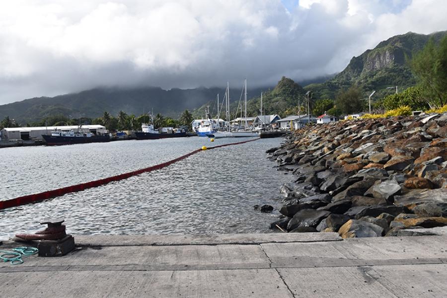 Diesel leak at Avatiu harbour