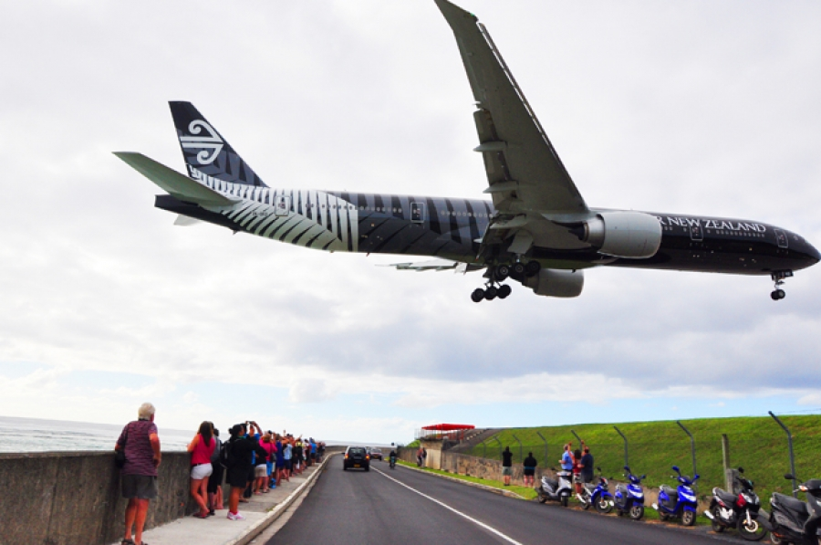 Air NZ is to continue one last weekly flight.