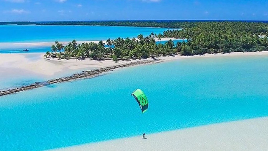 The calm of Aitutaki's Mike Lee: Learning to kiteboard on lagoon