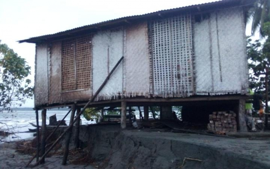 'It's global warming': Rising seas destroy houses in PNG