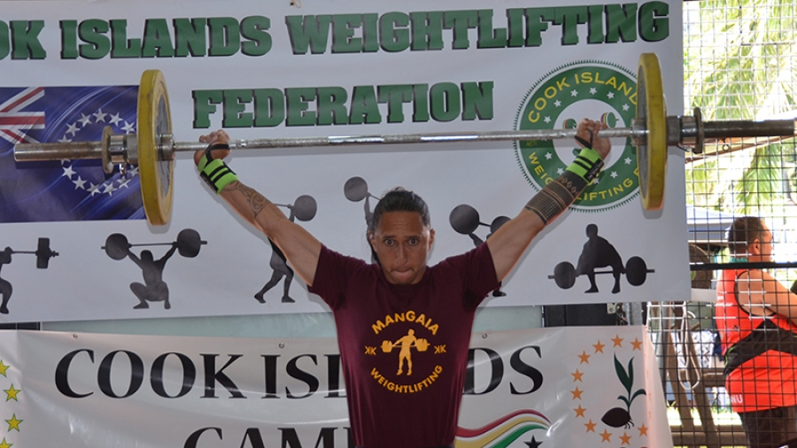 Favourites claim weightlifting titles