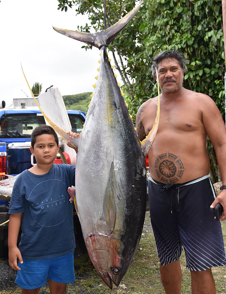Fishermen land monster yellow fin tunas in competition