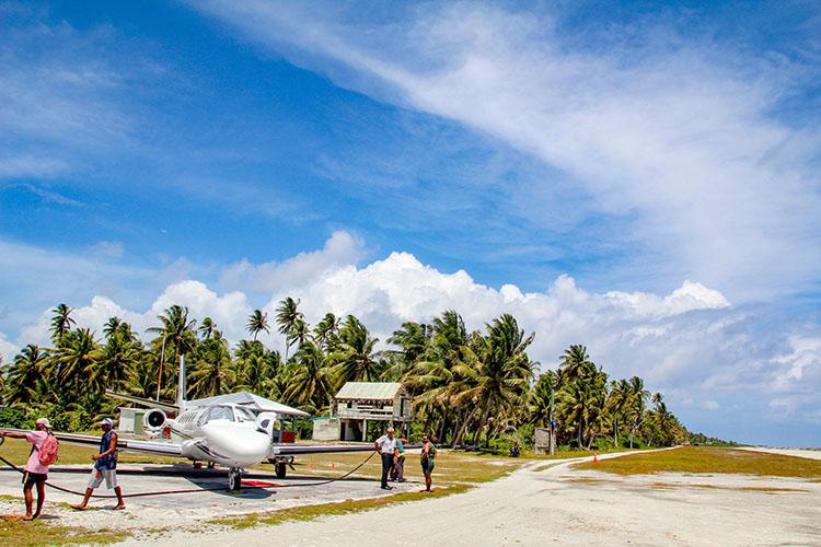 Jet stranded on soft runway in Manihiki