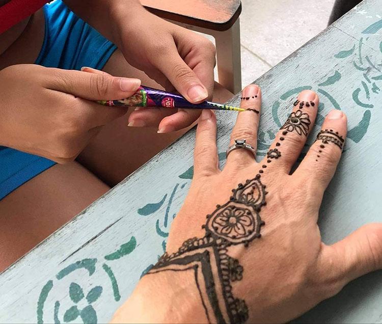 Aspiring artist paints her own path