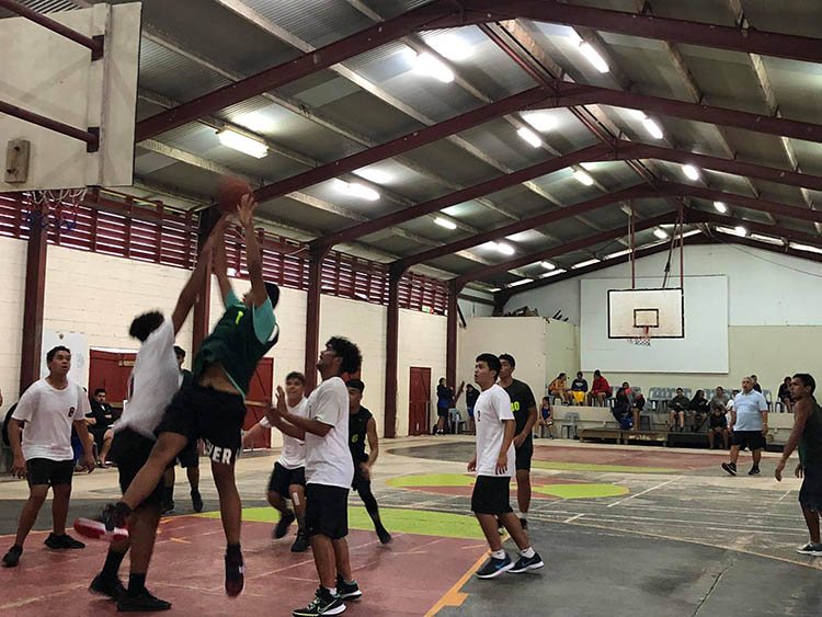 Young basketballers stay on game