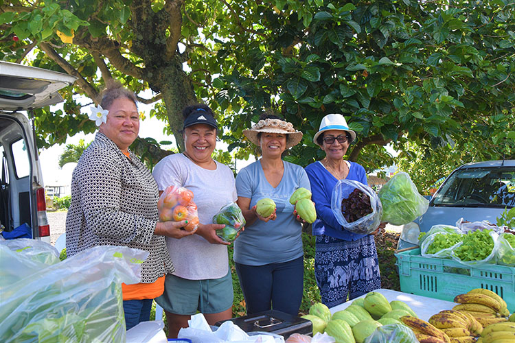Border closure leaves vendors with piles of produce