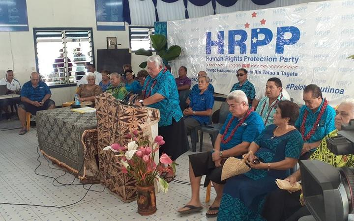 Ex-PM of Samoa issues informal apology over court attacks